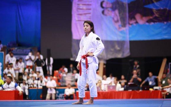 Молдир Мекенбаева мөнгөн медаль хүртэв