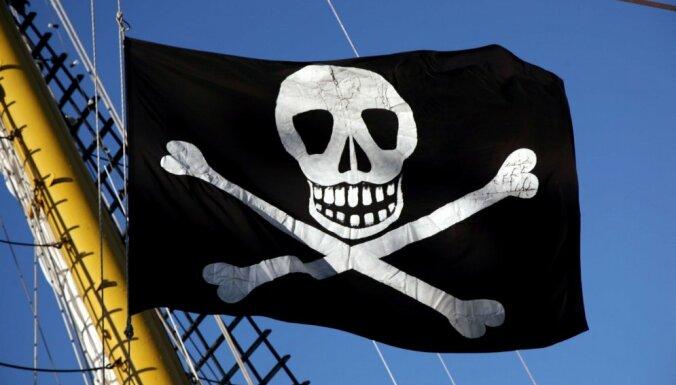 Далайн дээрэмчид БНСУ-ын хөлөг онгоц руу халджээ