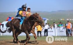 Хурдан морь: Түрүүлсэн уяач, унаач нарыг шагналаа