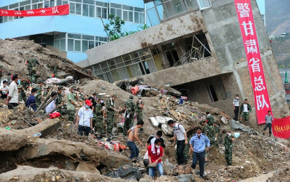 Хятадад хөрсний гулгалтын улмаас 42 хүн амь үрэгджээ