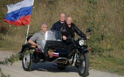 Байкеруудын цугларалтад  Путин мотоцикльтой очжээ