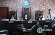 Шүүх хурал: Өмгөөлөгч нар хууль зүйн үндэслэлээ танилцуулж байна