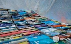 Дэлгүүрт худалдаалж буй ном гудамжиндүнэгүйдэж байна