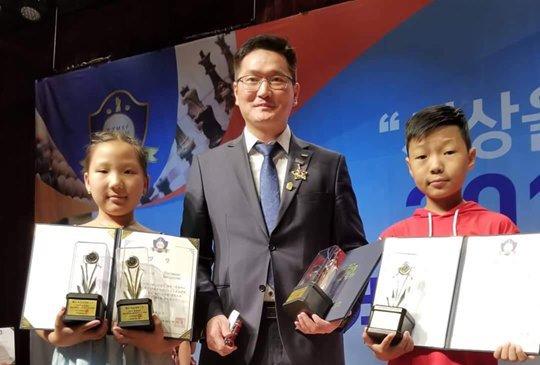 """Ах дүү хоёр """"Дэлхийн оюуны спортын их наадам""""-аас алтан медаль хүртэв"""