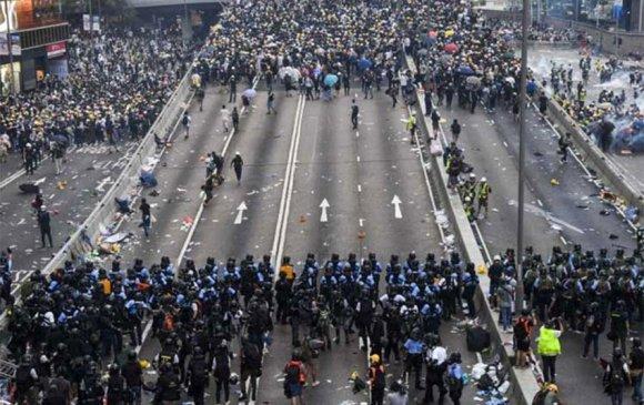 Жагсагчид Хонгконгийн аялал жуулчлалд хохирол учруулж байна
