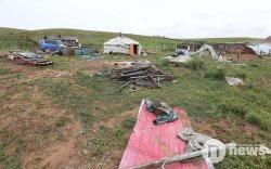 Хуй салхины улмаас 32 айлын гэр, хашаа нуржээ