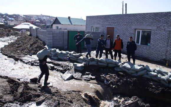 Дархан-Уул аймагт 12 айлын гэр, хашаа усанд автжээ