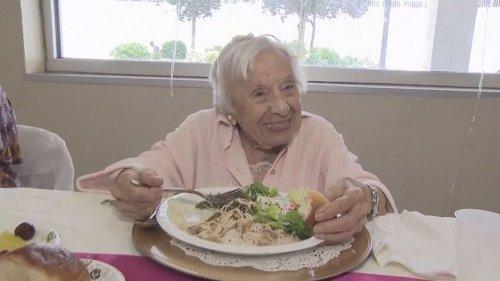 107-year-old-500x281 107 настай эмэгтэйн урт насалсан нууц