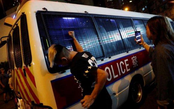Хонгконгийн жагсагчид тэмцлээ зогсоохгүй гэжээ