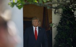 Трамп Польшид хийх айлчлалаа цуцлав