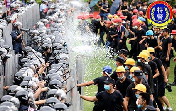 Хонгконгтой залгаа хотод 12,000 цагдаа сургуулилалт хийв
