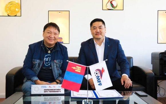 """Г.Ганхүү Монголын """"Хөлбөмбөгийн элч""""-ээр өргөмжлөгдөв"""