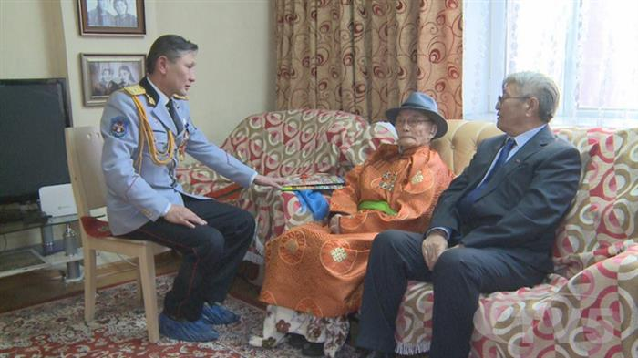 Ахмад дайчин Б.Аюурзана гуай энэ жил 105 насыг зооглож байна