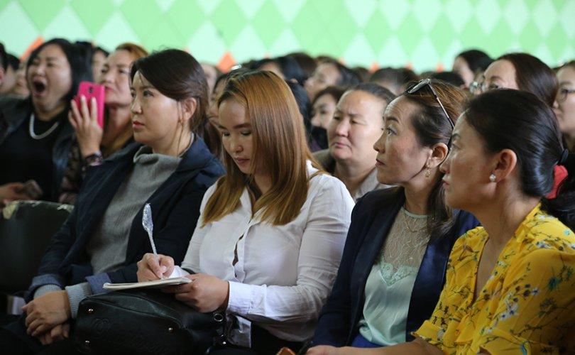 """""""Сургалтын хөтөлбөрийн хэрэгжилтэд дэмжлэг үзүүлэх арга зүй"""" үндэсний сургалт эхэллээ"""