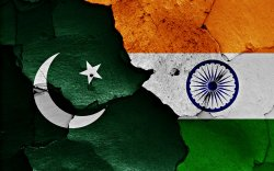 Пакистан улс Энэтхэгтэй худалдаагаа зогсоож, элчин сайдыг нь хөөв