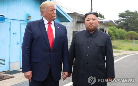 Трамп: Ким Жон Ун бүхнээ алдаж мэднэ