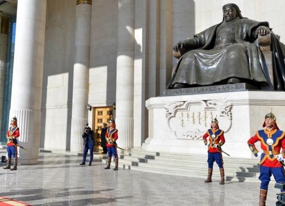 Чингис хааны музей долоон давхар байна