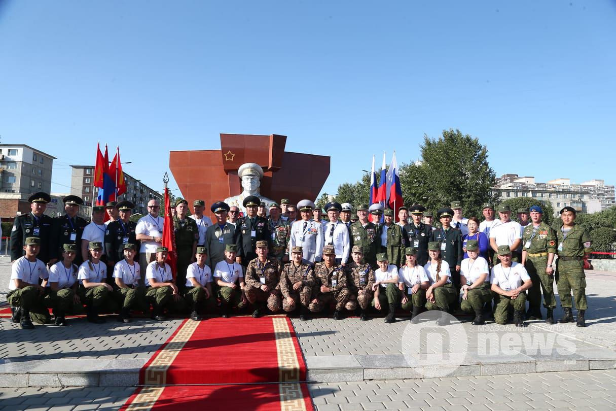 Путин Жуковын хөшөө (2)
