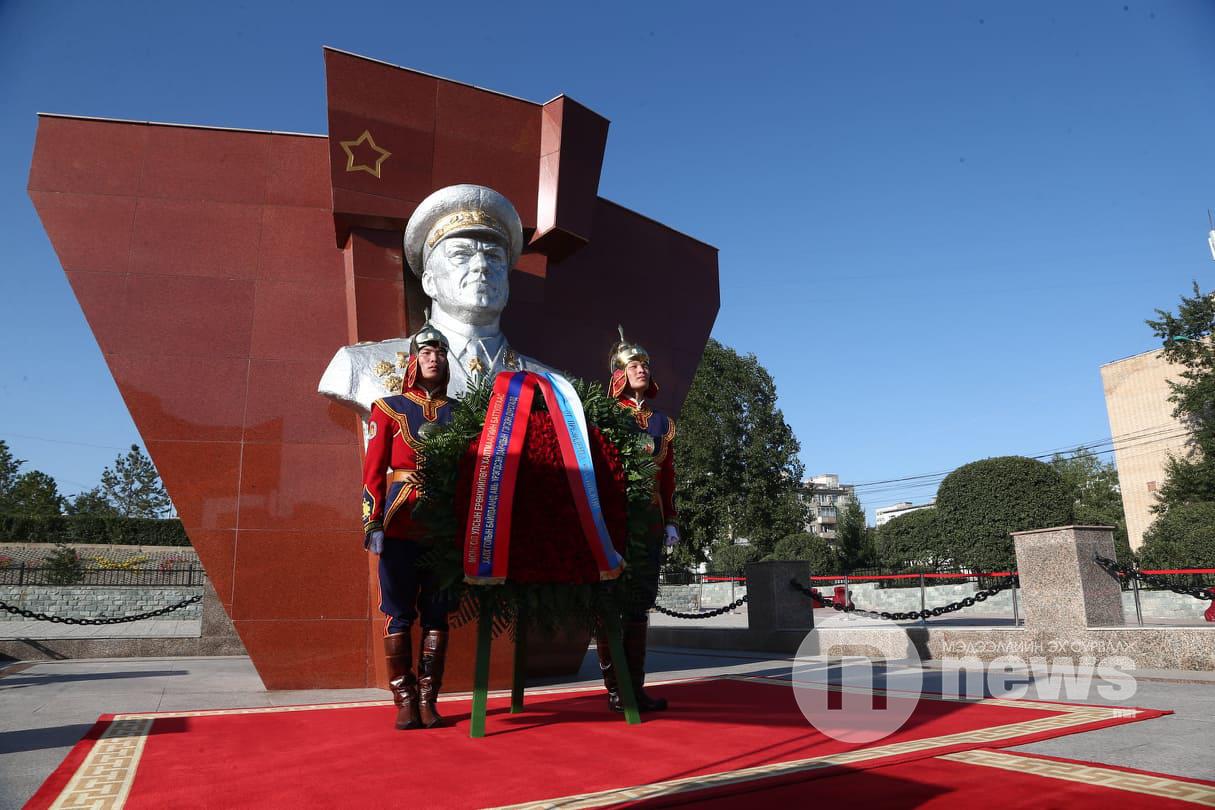 Путин Жуковын хөшөө (5)