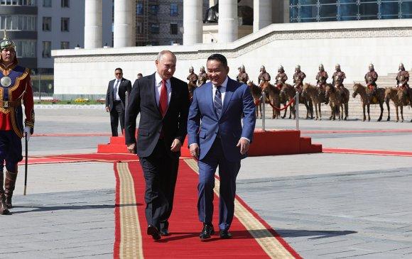 Ерөнхийлөгч Х.Баттулга ОХУ-ын Ерөнхийлөгч В.В.Путинг Сүхбаатарын талбайд угтав