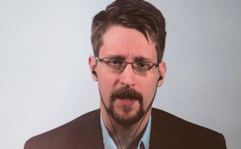 """Сноуден """"WhatsApp"""", """"Telegram"""" ашиглахгүй байхыг зөвлөжээ"""