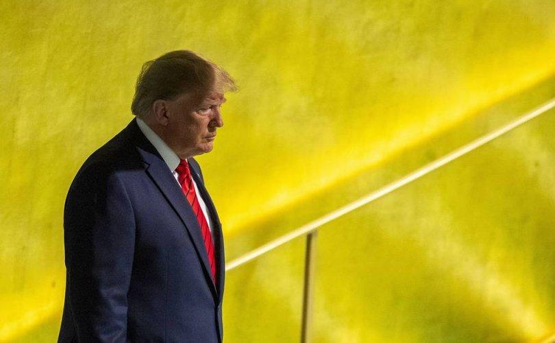 Конгресс Трампыг огцруулах асуудлыг хөндөж эхэлжээ