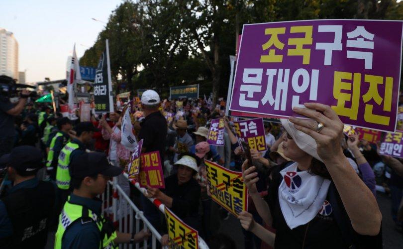 Өмнөд Солонгосчууд прокурорын эсрэг тэмцэж эхэллээ