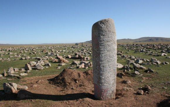 Бугатын хөшөөний брахми бичээс Монгол хэл болох нь тогтоогдлоо