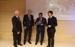 """УБТЗ-д олон улсын тээврийн байгууллагуудын нэр хүндтэй """"Алтан сүйх тэрэг"""" шагнал гардууллаа"""