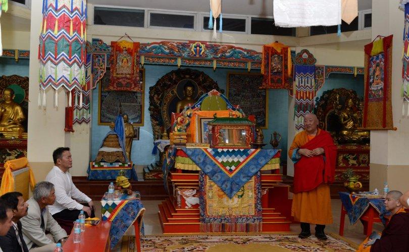 Ерөнхийлөгч БНЭУ-д байдаг Монгол хийдэд зочиллоо