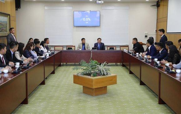 Хуулийн сургуулийн оюутнууд, залуу хуульчдын төлөөлөлтэй уулзав