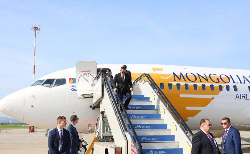 Ерөнхийлөгч ОХУ-ын Владивосток хотод хүрэлцэн ирлээ