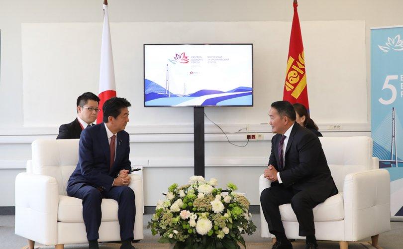 Ерөнхийлөгч Х.Баттулга Япон улсын Ерөнхий сайд Шинзо Абэ нар уулзав