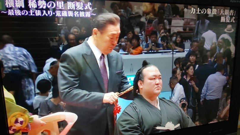 Мэргэжлийн сүмогийн аварга Кэсиносато зодог тайллаа