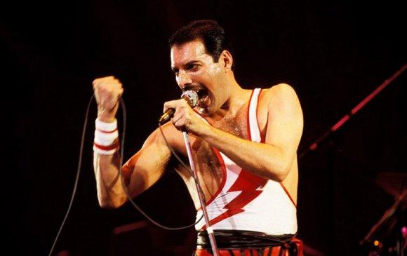 """Энэ өдөр алдарт """"Queen"""" хамтлагийн дуучин Фредди Меркури мэндэлжээ"""