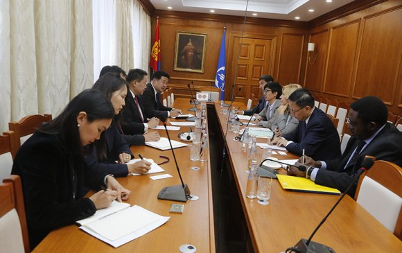 Дэлхийн банкны Дэд ерөнхийлөгч бусад албаны хүмүүсийн хамт Монголбанкинд зочлов