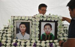 Дүрвэж ирээд өлбөрч нас барсан ээж хүү хоёрын дурсгалыг хүндэтгэв
