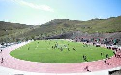 Дэлхийн стандартад нийцсэн хөлбөмбөгийн талбайтай боллоо