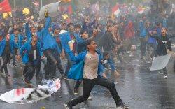 Индонезичууд гэрлэлтээс өмнөх бэлгийн харилцааг хориглох хуулийг эсэргүүцэв