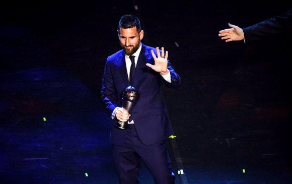 Л.Месси дэлхийн шилдэг хөлбөмбөгчин болов