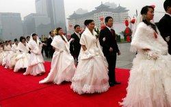 Үнэгүй байртай болох гэж хамаатнууд хоорондоо 23 удаа гэрлэжээ