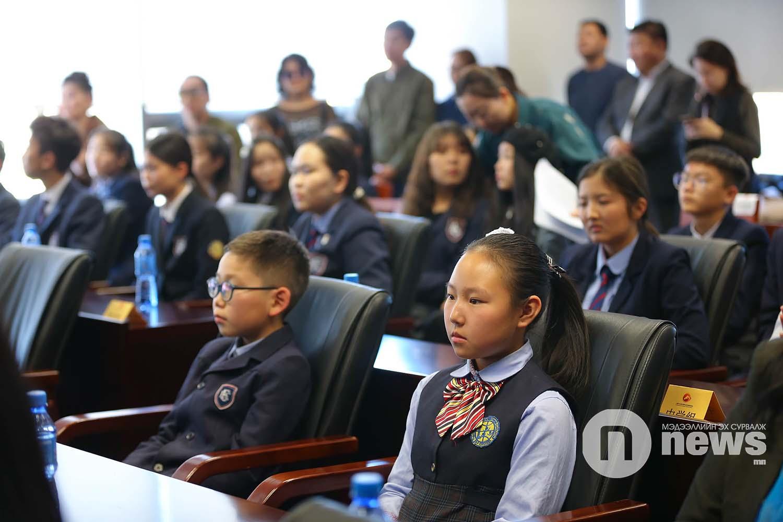 Оюутан, сурагчдад тэтгэлэг гардуулах ёслолын ажиллагаа (17)