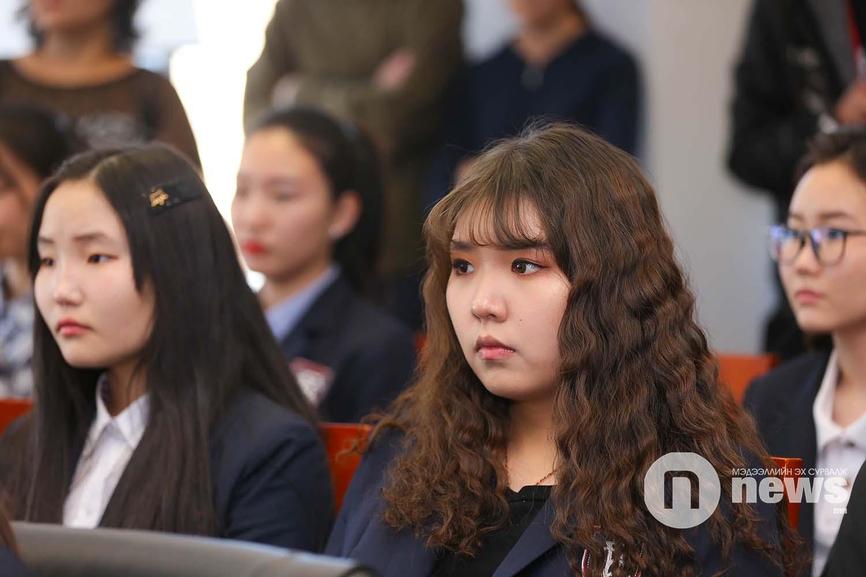 Оюутан, сурагчдад тэтгэлэг гардуулах ёслолын ажиллагаа (19)
