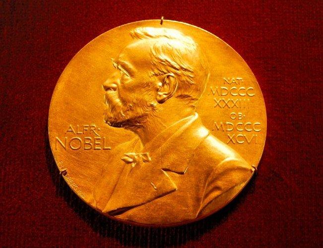 Жорж Р.Р Мартин Нобелийн уран зохиолын шагналд нэр дэвшжээ