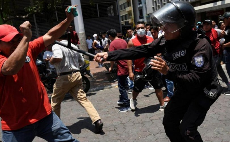 Эквадорт онц байдал зарлаж, 714 хүнийг баривчилжээ