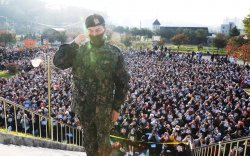 'G-Dragon'-ыг 3000 орчим охин угтан авчээ