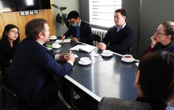 Азийн сангийн суурин төлөөлөгч Марк Кэйнигийг хүлээн авч уулзлаа