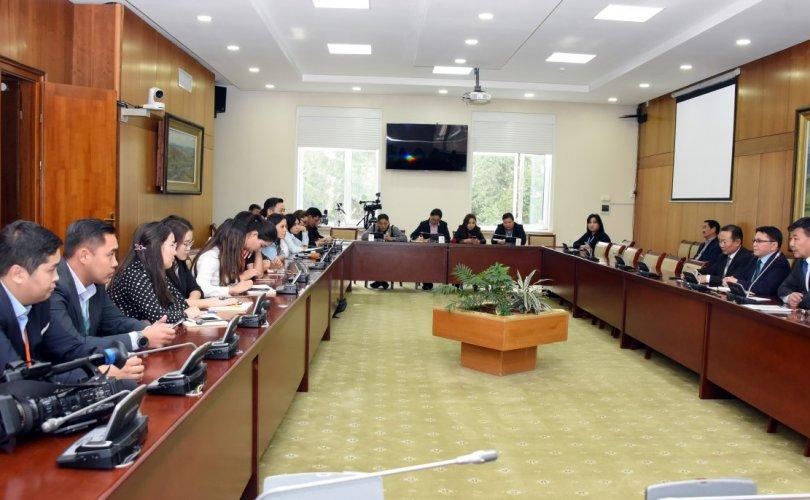 Парламентын үйл ажиллагааг сурвалжилдаг сэтгүүлчидтэй уулзлаа