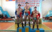 Өсвөр үеийн үндэсний бөхийн барилдаанд Хан-Уул дүүрэг багийн дүнгээр мөнгөн медаль хүртлээ