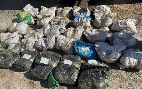 Хилээр 600 кг чулуу, 143 кг мах нууж гаргахыг завджээ